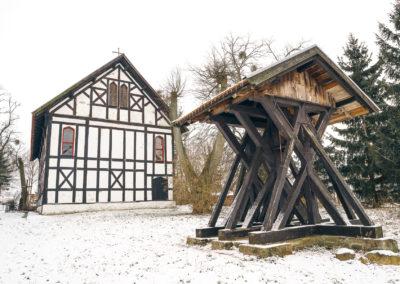 Kościół w Kraplewie i zabytkowa dzownnica